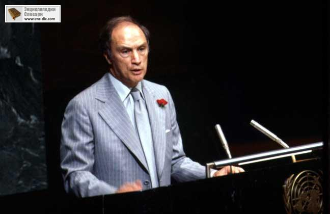 biography on pierre elliott trudeau essay Pierre trudeau served as the 15th prime minister of canada this biography provides details about his childhood, life, career, achievements and timeline.