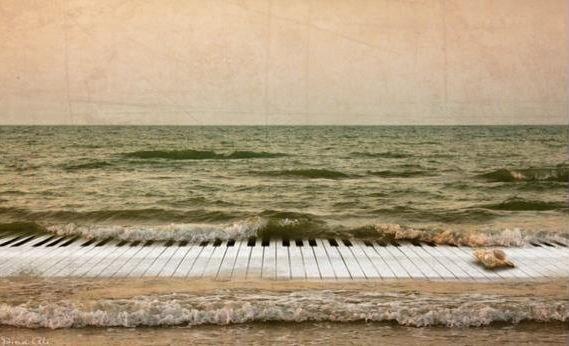 Белым стихом - по клавишам белым