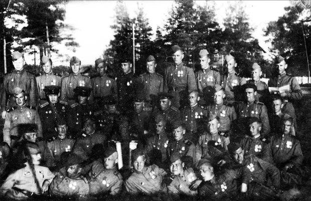 За отличные действия по овладению городом белосток полк получил наименование белостокский