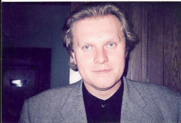 В ночь - исполняет Сергей Головкин