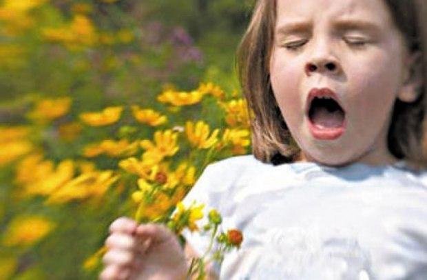 [center][b]Будь здорова [/b]  [img=left]http://www.litprichal.ru/upload/601/3baae8f9453c652d10c12c259a2da741.jpg[/img] Чихнула Настя раз, вдруг снова… Ей, папа с мамой – «Будь здорова!» От дочки вмиг «спасибо» тут. Уж, коль желают, знать не врут! А правильно ль её поймут? Подумала и важно вдруг --  «Спасибо, значит -- каждому!»[/center]