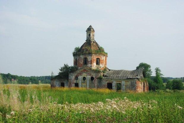 Обняла крапива храм разбитый в поле